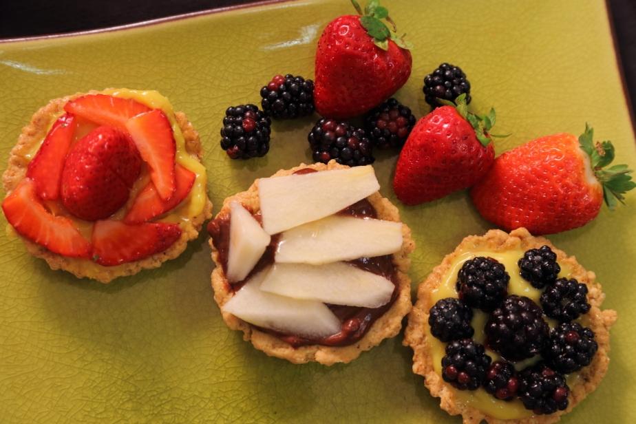 Crostatine di farro alla frutta con crema allime