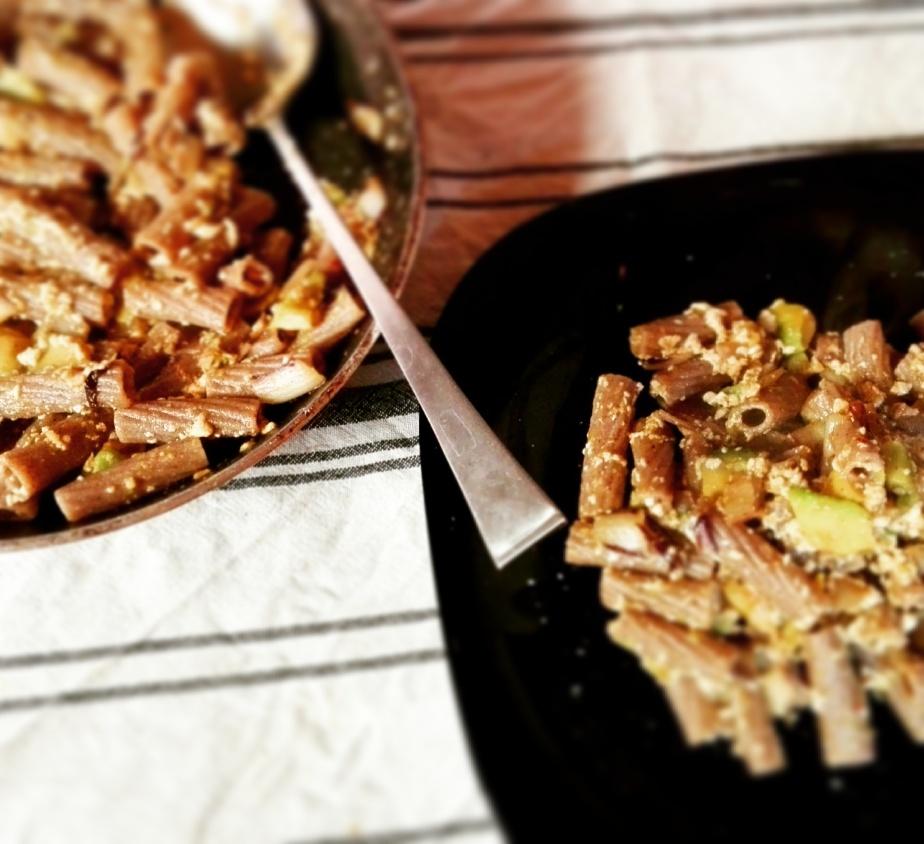 Pasta con avocado e crema ditofu